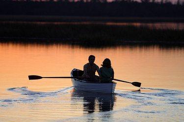 пара на лодке