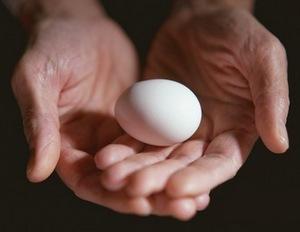 Как вылить болезнь куриным яйцом