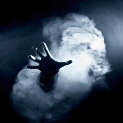 рука в дыме