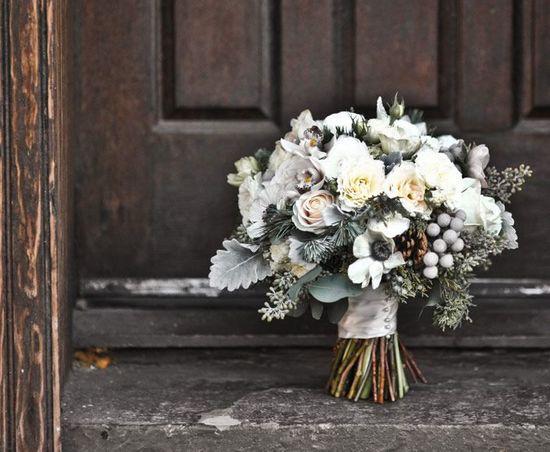 принесли цветы с кладбища