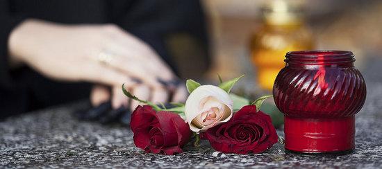 Принесли цветы с кладбища - как реагировать